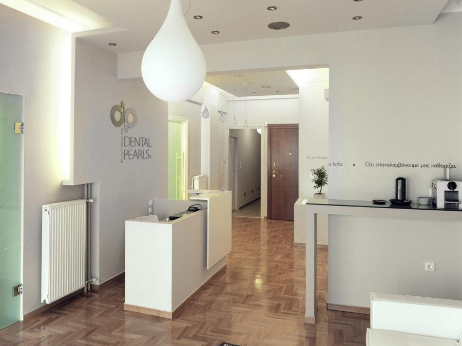 ανακαίνιση οδοντιατρείου, είσοδος ιατρείου, έπιπλο reception