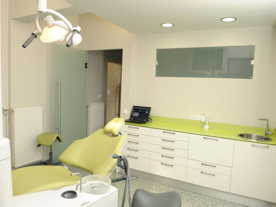 ανακαίνιση οδοντιατρείου, εξεταστήριο οδοντιάτρου, πόρτες αμμοβολής