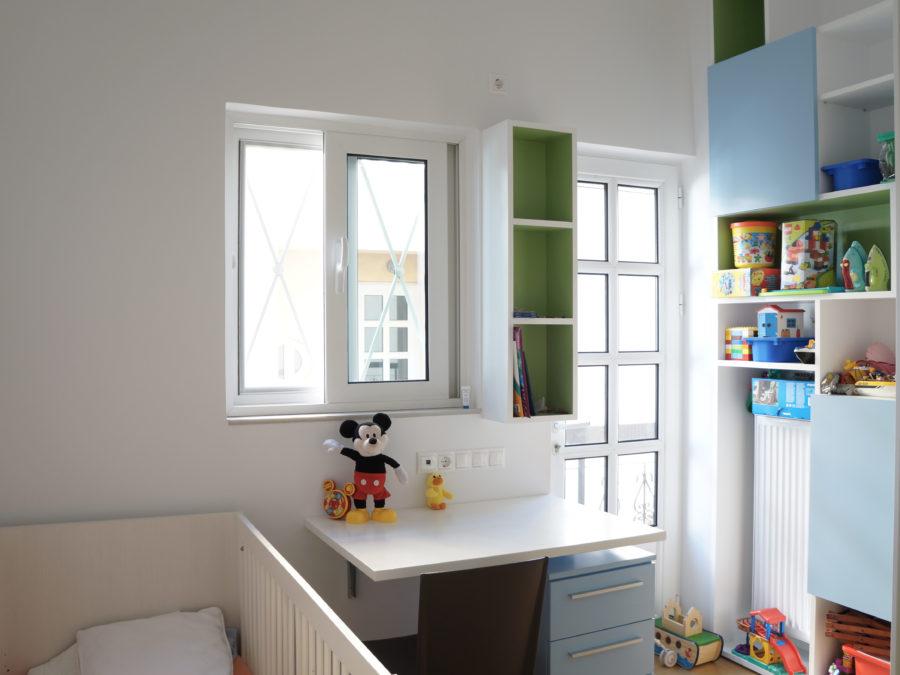 Ανακαίνιση διαμερίσματος στο Χαλάνδρι, παιδικό δωμάτιο, συρόμενη ντουλάπα, αναδιπλούμενος πάγκος γραφείου 1