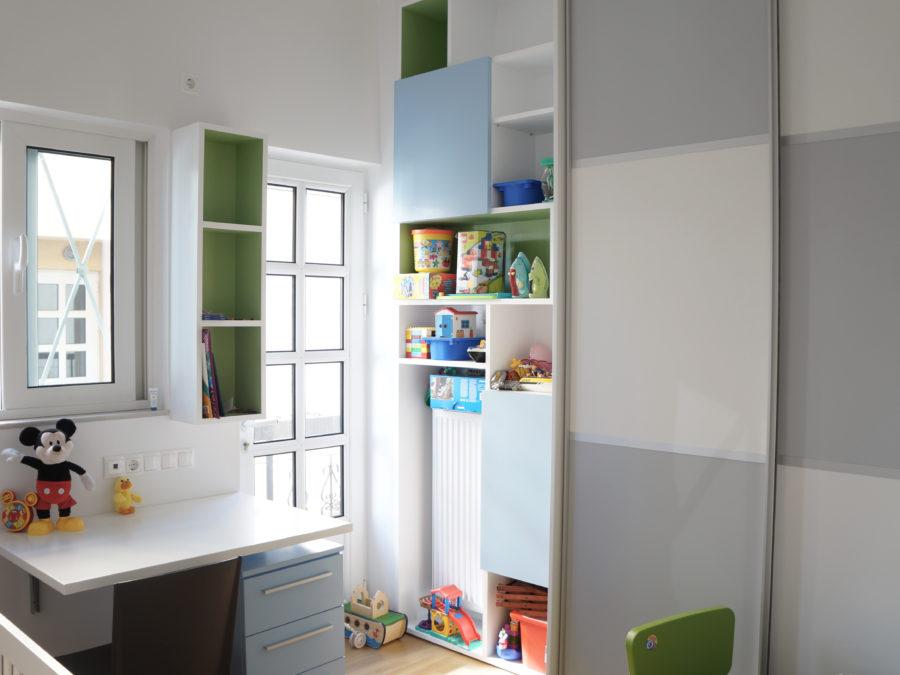 Ανακαίνιση διαμερίσματος στο Χαλάνδρι, παιδικό δωμάτιο, συρόμενη ντουλάπα, αναδιπλούμενος πάγκος γραφείου